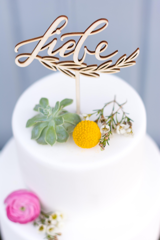cake topper tortenstecker und kuchen topper liebe kalligrafie zur hochzeit the little wedding. Black Bedroom Furniture Sets. Home Design Ideas