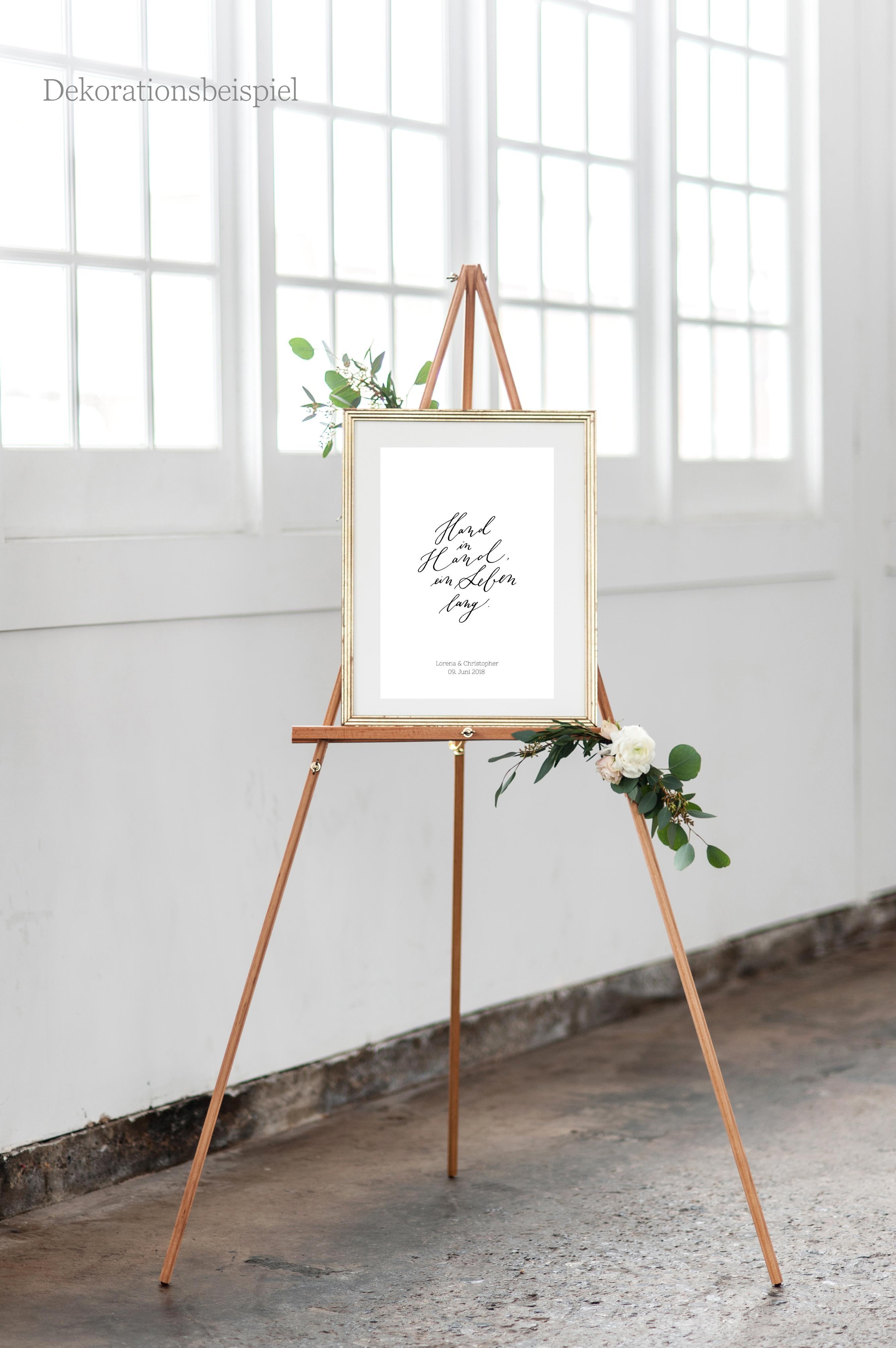 Poster hochzeit und geschenk zur hochzeit hand in hand ein for Brautpaar wohnung dekorieren